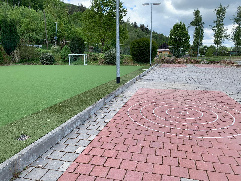 Soccerplatz + Ashpaltstockschießen