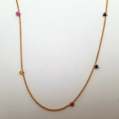 Collier avec saphirs multicolores