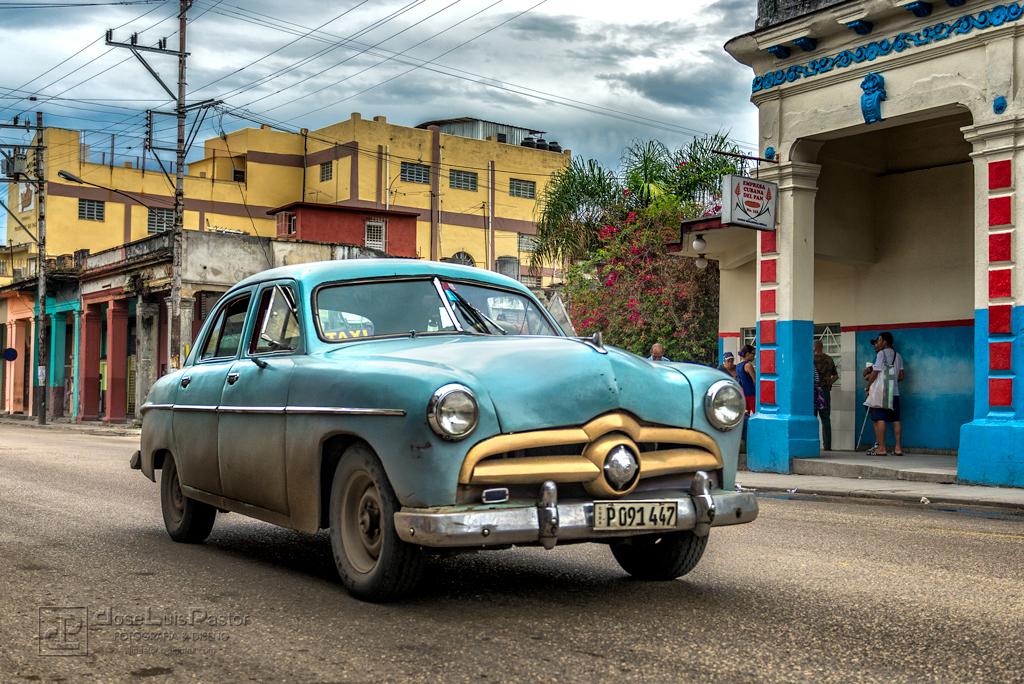 Taxi Cubano Azul Verdoso
