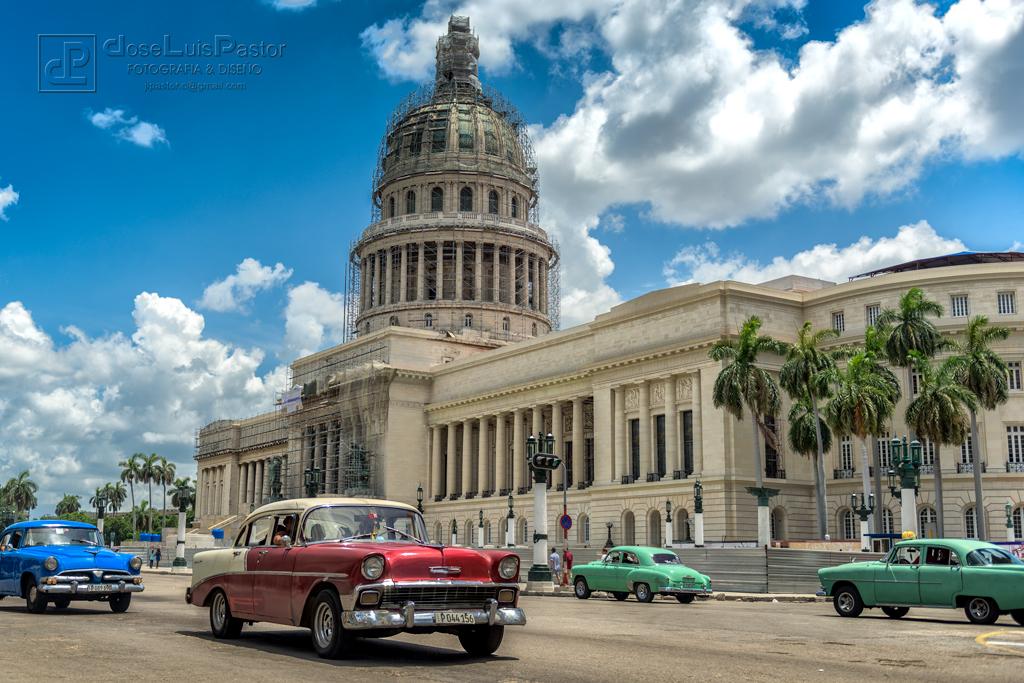 Taxi Cubano Rojo Blanco