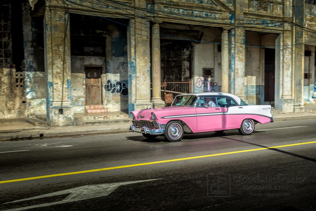 Taxi Cubano Rosa