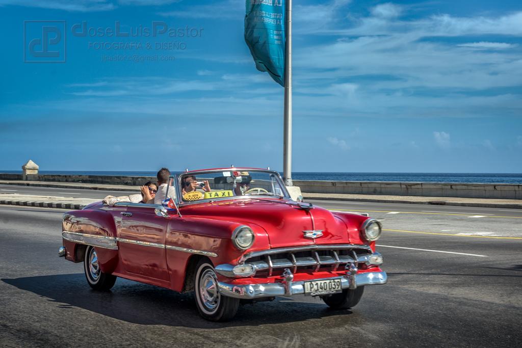 Taxi Cubano Rojo Descapotable