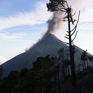 Volcan Acatenango y Volcan de Fuego