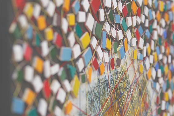 Obra efectuada em acrilico sobre tela, com pedaços de madeira e fio de côr, Work done in acrylic on canvas, with pieces of wood and thread of color
