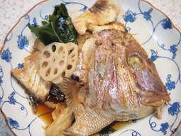 大きな鯛の頭を煮たあら煮は食べごたえ十分です。