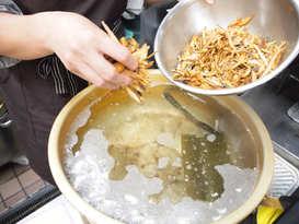 料理の決め手のだしは毎日たっぷりとっていろいろな料理に使っています。