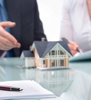 real-estate-agent-meeting-918x516.jpg
