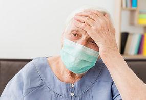 vista-frontal-anciana-mascara-medica-sin