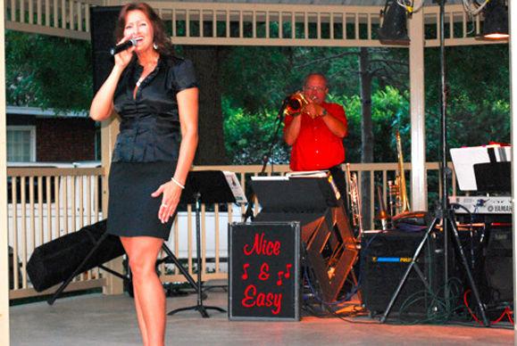 Elizabeth Lakamp Virgil Straeter Nice and Easy Band singer Saint Louis Illinois singer band duo trio single musician vocals