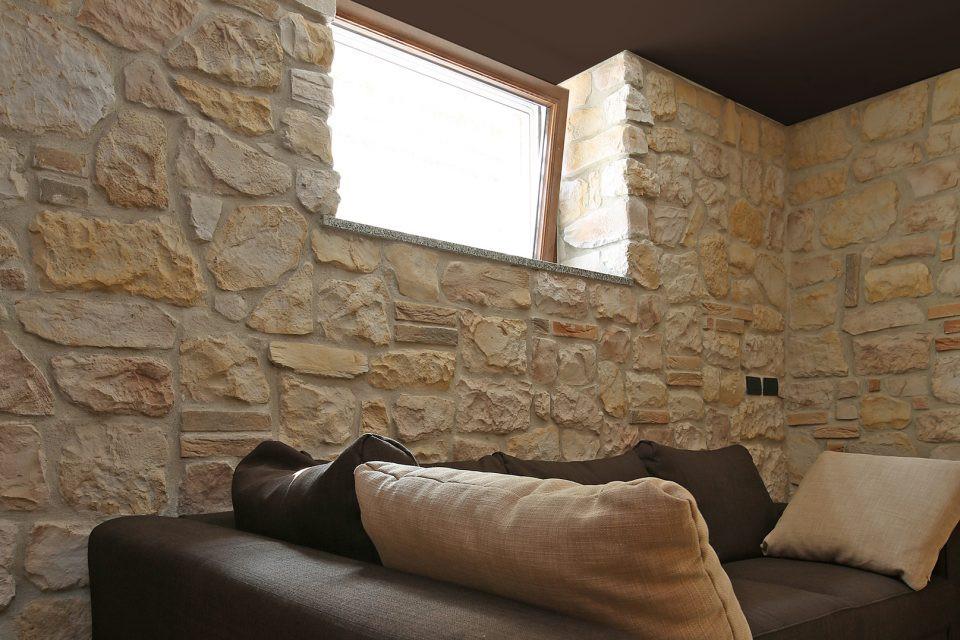 Wohnzimmer Steinwand