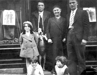 Left to right: Ida Malmed, my cousin, Rachel, my sister, Uncle Zelman, Boubé, my grandmother, Rachel Blum, and my father Srul Malmed, 1933
