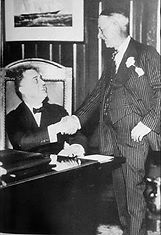 Governor Roosevelt (left) and Al Smith (right)