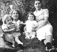 Suzanne holding Fanny Epelberg, Chana, my mother, and Léon, 1938