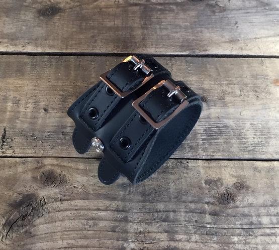 Bracelet 2bk-Wrap oeillets et coutures noires