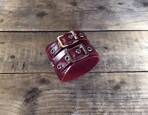 Bracelet 2bk-Wrap cuir rouge oeillets argents