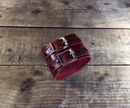 Bracelet 2bk-Wrap cuir rouge oeillets noirs