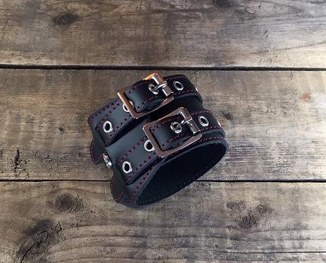 Bracelet 2bk-Wrap oeillets argents couture rouge