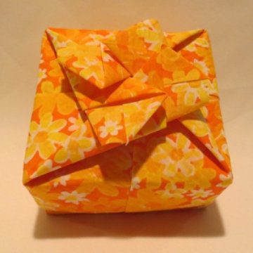 Square - Cross Bow, Yellow Floral Orange