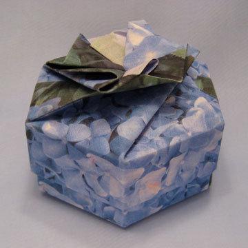 Hexagon - Bow, Blue Hydrangeas