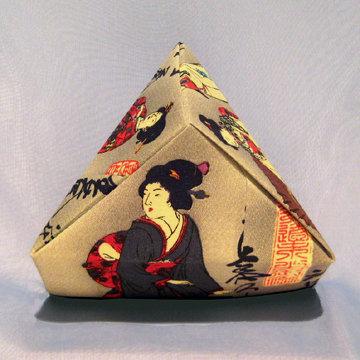 Triangle - Pyramid, Three Geishas