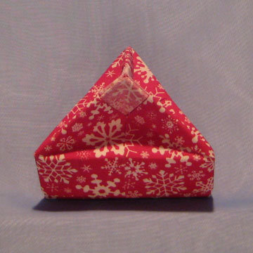 Triangle - Knob, Snowflakes on Red