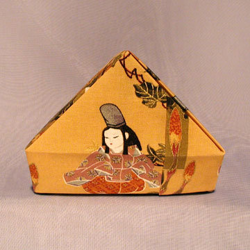 Triangle - Pyramid, Sitting Geisha