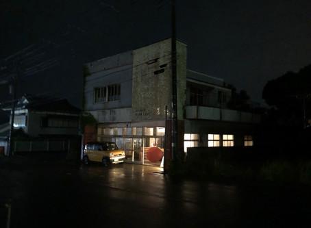 御宿の駅前に珈琲の灯りが☕️✨