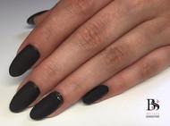 Zwarte gelnagels met nailart