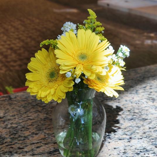 Arranjo vidro - Flor amarela