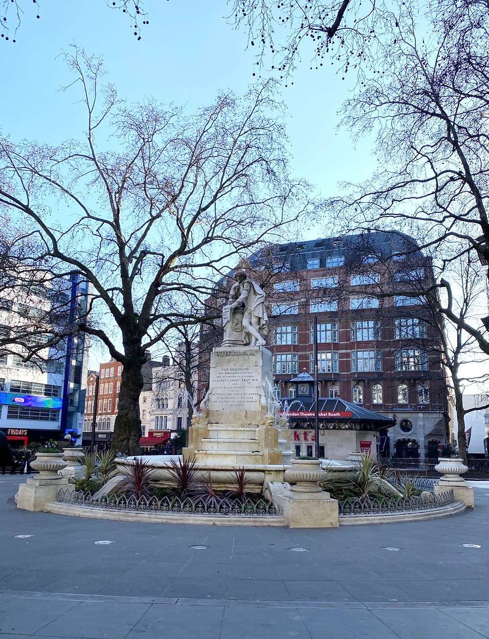 Estátua de William Shakespeare -  Leicester Square - Roteiro Londres