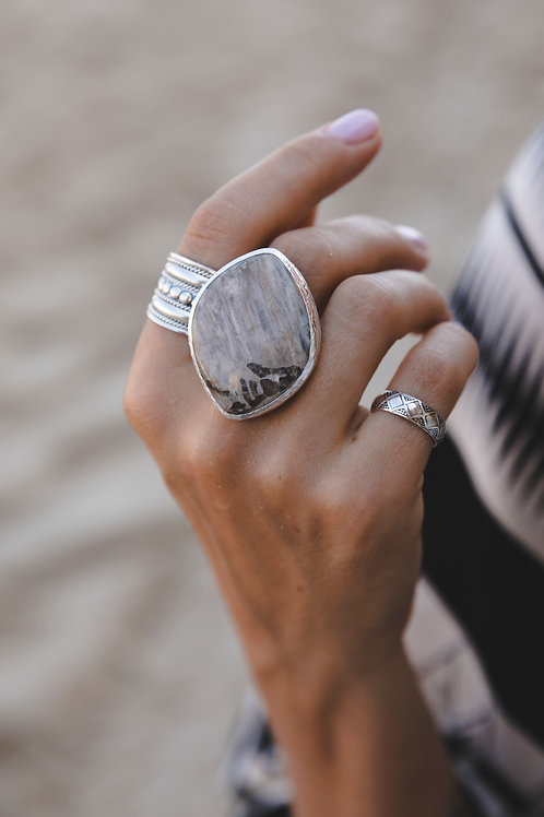 Moonstone leaf ring // Silver 925