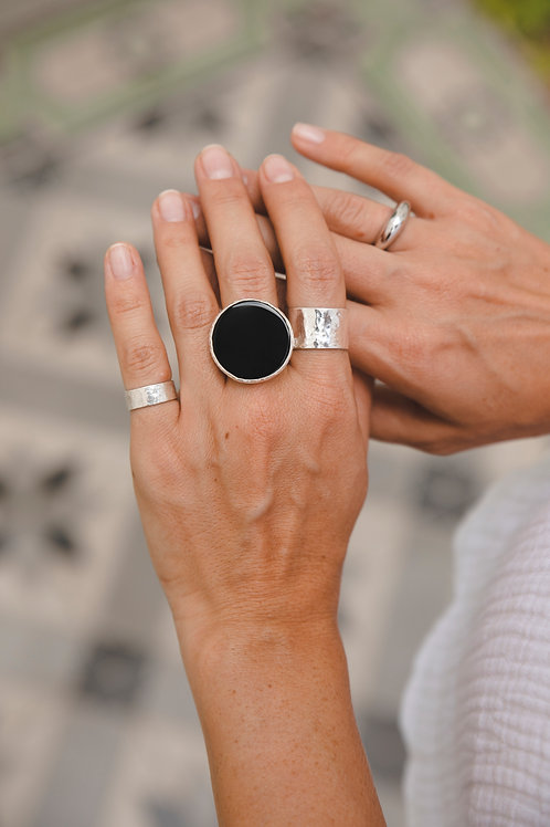 Ring with big round flat black agate // silver 925