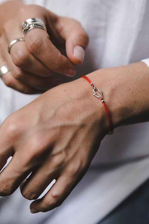 Bracelet on a red thread with hamsa // silver 925