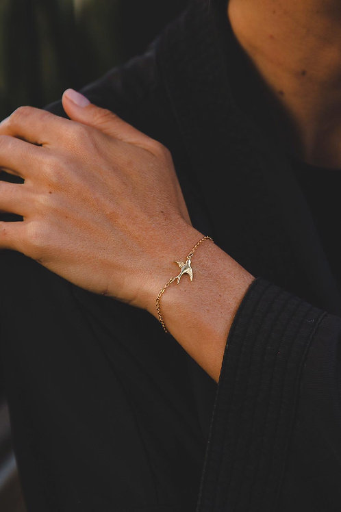 Bracelet on chain with a bird // gold filled