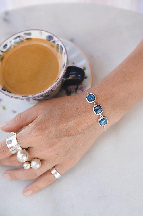 Bracelet with 3 square kyanite stones // silver