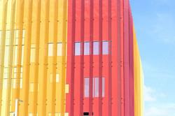 Amarelo e Construção de vidro vermelho