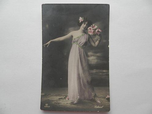 """Почтовая карточка """"Дама с цветами"""""""