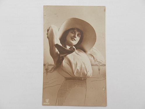 """Открытое письмо """"Девушка в шляпе""""."""