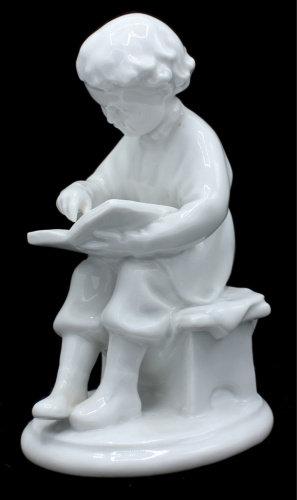 """Фигурка """"Читающий мальчик Володя Ульянов"""" , фарфор, 15 см., ЛФЗ, СССР."""