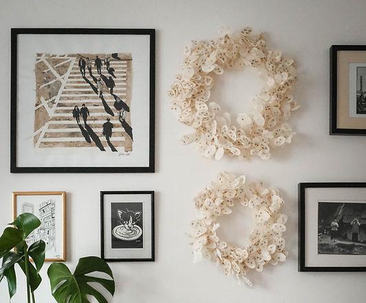 Couronne de fleurs séchées blanches ivoires naturelles et intemporelles