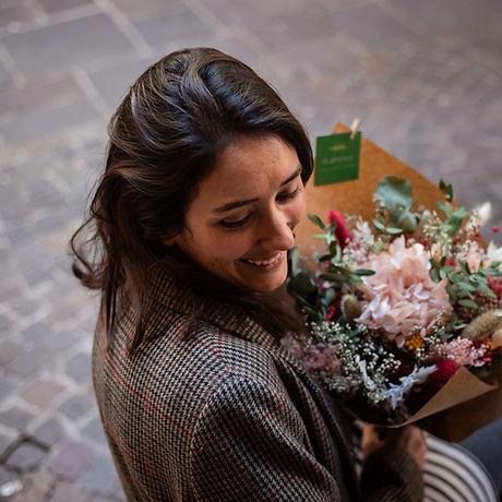 Portrait Clara de Blomeko avec bouquets de fleurs séchées