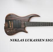 Niklas Lukassen Signature Bass by Merlos Bass Guitars