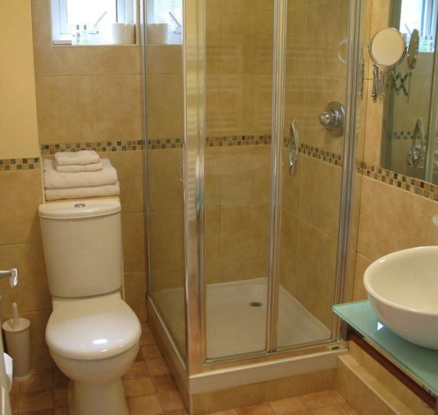 Perelle Twin Bathroom
