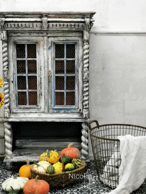 -White Chippy- kleines Vintage Cabinett im hellen Chippy Look