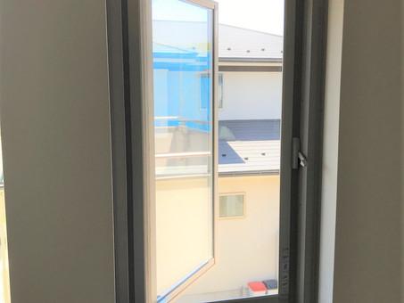 開かないFix窓を開けられる窓にリフォーム