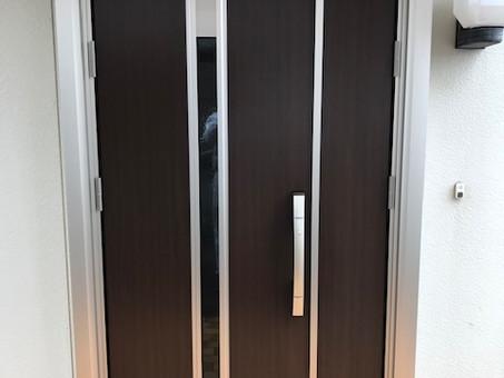 1日で最新の玄関ドアにリフォーム!YKKAPかんたんドアリモ(石岡市)