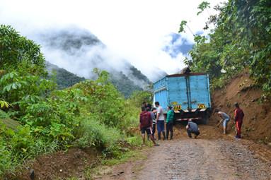 Camion enlisé vers la province de Kosñipata