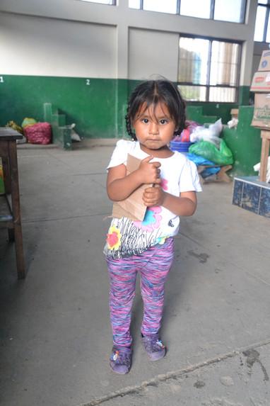 Petite fille au marché de Pilcopata