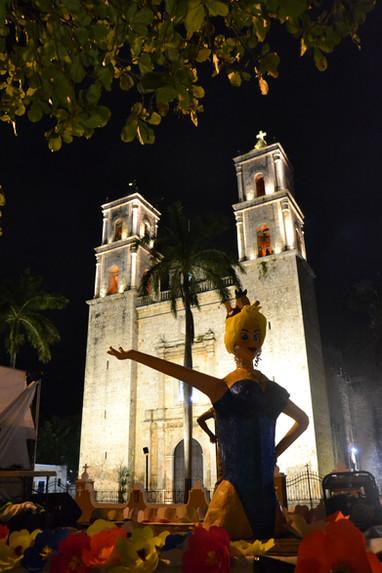 Apparition nocturne devant la Catedral de San Servasio