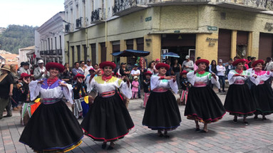Danse folklorique équatorienne mixte